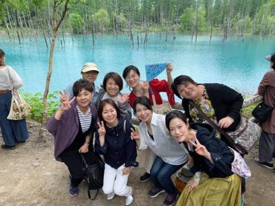 「青い池」「美瑛(びえい)神社」にて、伝筆絵馬とご馳走さま伝筆寄せ書き^^